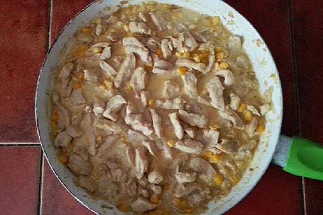 Kuřecí nudličky na kari se smetanou recept